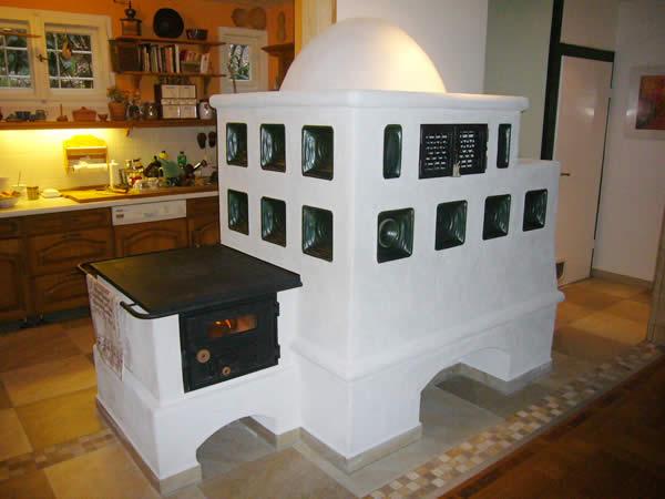kachelofen chemnitz rustikaler kachelofen mit herdplatte. Black Bedroom Furniture Sets. Home Design Ideas