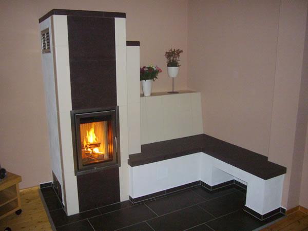 kachelofen chemnitz kachelofen moderner grundofen mit beheizter sitzbank. Black Bedroom Furniture Sets. Home Design Ideas
